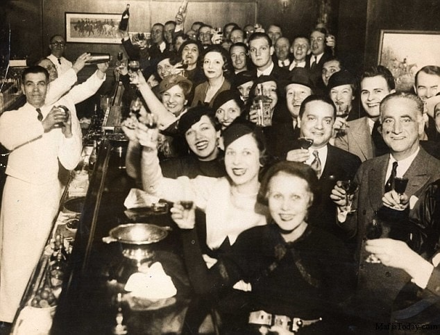 The Bar Guide to Your 1920s Party! - Petite Modern Life 1920s Prohibition Party