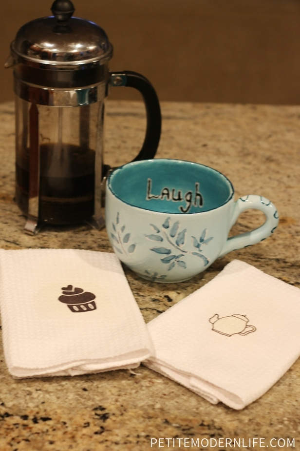 Free tea towell iron on printables! Perfect for a little gift!
