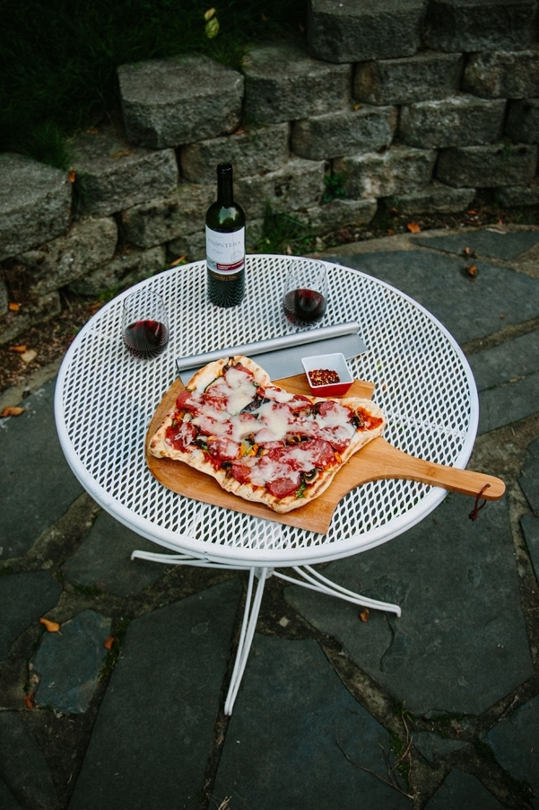 This grilled pizza is probably the best way to make homemade pizza. Never mushy, no matter how many delicious toppings you use! |Petite Modern Life